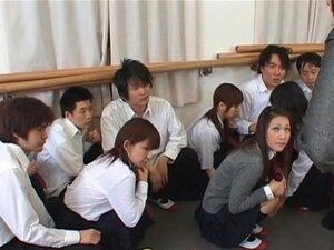 โรงเรียนเอเชียแปลกเพศกับนักเรียนร้อน titted ล้อหนัก