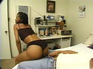 ดาราหนังโป๊บ้าดีสีดำและสีดำ คลิป xxx หน้า ฉากนี้เป็นเกี่ยวกับทารกมะเกลือนหัวธรรมชาติ สถานที่ตัวเองในกระจก ขออวยพรให้เธอมีแบบชุดชั้นใน แต่ เป็นสามีของเธอวางบนเตียงดูโจรของเธอ เขาได้ลุก และบอกเธอว่า ให้ถอดกางเกงในและยกทรงของเธอ ก่อนให้เขาอมตัวและเขา จะเย็ด