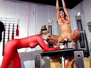 ทาส femdom เครื่องเกม