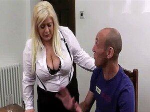 หัวนมใหญ่บลอนด์เลขานุการพอใจเจ้านายของเธอ