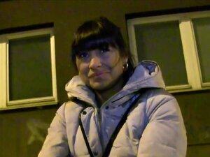 สมัครเล่นร้อนเช็กเรียบในที่สาธารณะ เพื่อนจ่ายมืดร้อนผมเช็กสมัครเล่น babe บนถนนที่กะพริบเขาหน้าอกของเธอแล้ว ในชั้นใต้ดินเงียบบางสาธารณะ บู๊ทรัก ๆ เธอ