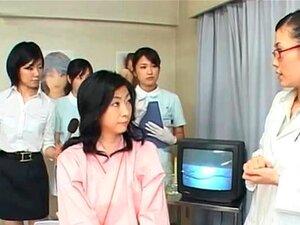 สาวสีน้ำตาลพัดก้านขนที่โรงพยาบาล