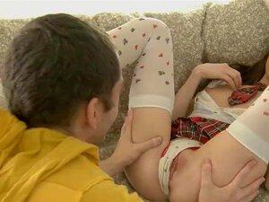 ทารกได้รับหลุมของเธอเต็มไป ด้วยครีม