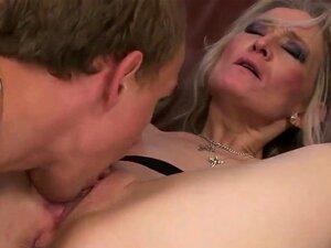 ผู้ใหญ่ทองดีแบบของร่างกายให้เลียคอลึกอายุแกนทำให้เขาเปิดอยู่ เขา licks หีของเธอก่อนที่จะเริ่มสิ่ง โดยเขาอ้วน ๆ