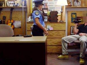 เจ้าหน้าที่ตำรวจ Ms การ์ตูนโพสต์หี และทีตีน