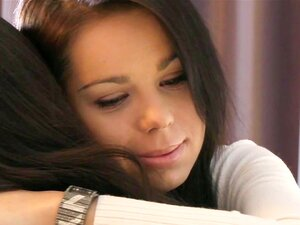 เลสเบี้ยน HD DaneJones วัยรุ่นทำให้เธอย้ายไปกับจูบ