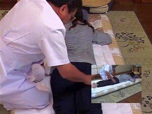เล่นกับทารก Jap ในวิดีโอนวด Kinky เพศของเล่นหมอนวดนี้ใช้ในลักษณะการรักษาของเขาสวยประสิทธิภาพในวิดีโอนี้นวดซ่อน ญี่ปุ่นสิ่งที่ได้รับเธอก็สวยยินดีกับมัน
