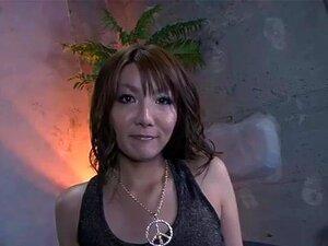 JavOnDemand วิดีโอ: Yuna ผ่านกลางส่วน 2, Yuna ถูกผลักลงหัวควยแข็ง บังคับให้กินความยาวทั้งหมดเธอกระหายรับระหว่างริมฝีปากของเธอ ทำงานความแข็งในปากของเธอ กระจายขาของเธอคนกลับสนใจ นิ้วของเธอ แล้วโดยใช้ของเล่นของเล่น Yuna ดูดเขาอีกครั้งขณะที่เขาเลียหีของเธอ แล
