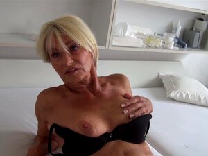 Thrilling experienced chick uses fingers in the solo adventure - Franziska