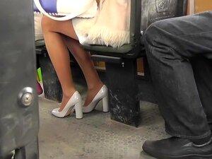 ใต้กระโปรงทารกสีบลอนด์เซ็กซี่มินิกระโปรง และรองเท้าส้นสูง รองเท้าส้นสูงที่สุดเซ็กซี่และกระโปรงที่น่าตื่นเต้นที่ pornsite เฉพาะถ้ำงามเสน่ห์ Upskirting