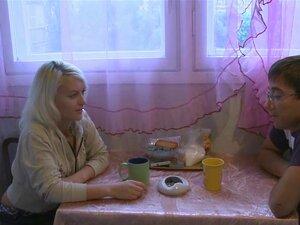 การแก้ปัญหาเช่า Emma ลเพิ่งกับ Misha และคู่ที่แล้วเสนอให้เธอแก้ปัญหาเช่า โดยขายเพศกับเธอเป็นคนแปลกหน้า พวกเขาพบผู้สมัครที่เหมาะในหนังสือพิมพ์ส่วนตัวส่วน และ Misha ชอบดูเอ็มม่าหนึ่งผู้ชายแก่ปริมาณมากขึ้นในทุกตำแหน่งที่เป็นไปได้แน่นอน ขณะที่เราพบในภายหลัง ท