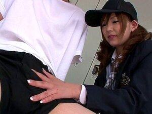 นักเรียน Miku Airi ระเบิดในปากกับน้ำอสุจิ