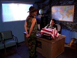 ยอดสาวเซ็กซี่ที่ช่วยทหาร - ชายฝั่งถึงชายฝั่ง