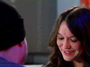 ไซ Fox รบกวนเย็นระหว่างคู่ ไซ Stacey ทำสิ่งที่เธอได้บอก และอยู่ห่างจากชายเขา เพื่อพิสูจน์จุดของเธอว่า ผู้ชายทั้งหมดเป็นไก่มีเขา ไซเริ่มดูด และลูบของ Xander เย็ดหน้าเธอ