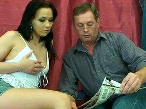 พ่ออยากเย็ดดอกทองพระหนุ่ม คนแก่ ๆ เขา และเธอในสำหรับ cocking ดี