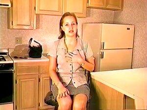 ดาราหนังโป๊แปลกใหม่ในมือสมัครเล่น สีบลอนด์โป๊วีดีโอ Macauley บางกระแสเงินสดจำเป็นสำหรับหนังสือวิทยาลัยของเธอดังนั้น เธอยอมตกลงให้บางคนโง่ถ่ายกี่รูปเปลือยของเธอสำหรับการ ตอนแรก เธอเล็กน้อยอยากให้เธอเย็ดกับเขา แต่เร็ว ๆ นี้ เธอก็เริ่มได้รับการกระตุ้น และนั่