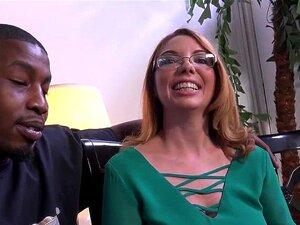 แคม Kiki Daire ได้รับการสัมภาษณ์ที่ DogFart