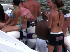 สาวปาร์ตี้บนเรือ