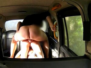 เลสเบี้ยนร้อนสาวในรถแท็กซี่