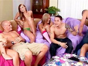 โนวัค Kara รับเพื่อนของเธอมีเขาโดดเซ็กซี่ปาร์ตี้