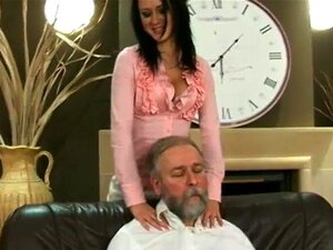 ผู้ชายแก่ ๆ อ้วนภรรยาของเขาถ้วยรางวัล