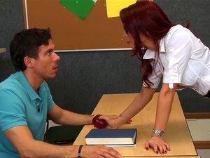 คุณจ้องมองที่นมของครู กับอาจารย์เป็นร้อนเป็นดร.อเล็กซานเดอร์โมนิค smokin' ก็ไม่ daydreams Mick พบทางของเขาผ่านบรรยายทุก สายตาของหัวนมของเธอใหญ่ทำลายจากเสื้อของเธอได้รับเขาเพ้อเกี่ยวกับถูใบหน้าของเขาระหว่างนั้นแตงสุก motorboating titties เหล่านั้น มันจะยิ่