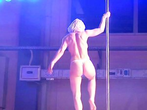 Smoking hot girl gets naked and toys her shaved pink pussy at the sex show