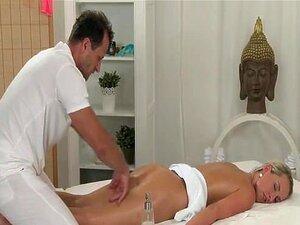 สาวบริสุทธิ์ห้องนวดมี massag sexchat เธอแน่นรูครีม