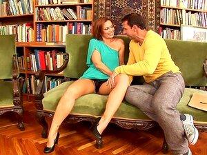 เหลือเชื่อหัวซิลเวีย Laurent ในมีเขา สีน้ำตาล หนังโป๊นมใหญ่ ซิลเวีย Laurent จะ เย็ดนมกับหัวนมที่ดีและการฉกขน เธออยู่ในไลบรารีกับคนของเธอเมื่อพวกเขาเริ่มเล่น และเขานิ้วหีเปียกของเธอ ซิลเวียได้อกแบน และเย็ดผู้ชายของเธอก่อนที่เธอโค้งกว่า และพาเขาจากด้านหลัง