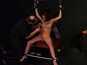 หัวนมเจี๊ยบเพลิดเพลินไปกับเซสชัน BDSM กับหลักของเธอ