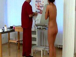 วัยรุ่น undressed ที่แพทย์ 39; s