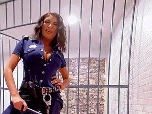 VR พรสิงหาคมเอมส์ได้รับระยำอย่างหนักในคุก
