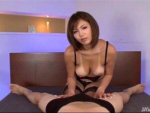 เซ็กซี่ดำขำ Mai Kuroki เตียงเล่นกับควยพวกเขา