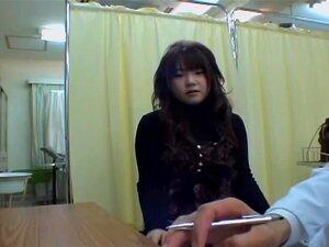 วัยรุ่นน่ารักได้รับหีเธอตรวจสอบในระหว่างการสอบทางการแพทย์ รับทารกเอเชียน่ารักมากหีเธอตรวจสอบในรายละเอียดในเครื่องรางนี้แพทย์ญี่ปุ่นวิดีโอ นิ้วของเธอ doctor.s เป็นที่พอพระทัยมาก และเธอสนุกกับกระบวนการทั้งหมดสวยมาก