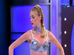 O d atilde Gatas แสดงเด sensualidade ยาว desfile de ชุดชั้นใน