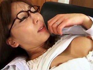 Shiho ตุ๊กตาเอเชียซนในแก้วทำให้ และทางทวารหนัก Shiho เป็นตัวตุ๊กตาเอเชีย arousing เธอดูเซ็กซี่ในเครื่องแบบและแว่นตาของเธอเมื่อเธอจะจากเพื่อนนี้หัวล้าน ดูดไก่เขาเป็นวัยรุ่น เธอได้รับถุงน่องของเธอดึงลง และเขานิ้วมือ และเลียหีของเธอเปียกก่อนบางคนไม่ยอมใครง่า