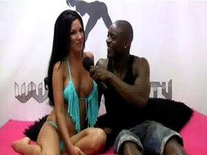 Shebang.TV - เที่ยว Elicia แอมป์ Antonio ดำ