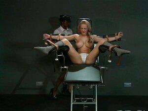 BDSM ย่อย XXX กับเต้านมขนาดใหญ่ได้รับการรักษาไม้เท้าไม่ยอมใครง่าย ๆ จนเธอเพรียงหัวหอม