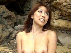 เพศร้อน Yuuko Shiraki ที่ชายหาดในสาธารณะ Yuuko Shiraki ทอมเป็นชายหาดสำหรับความร้อน เธอเอาเสื้อผ้าของเธอ และแสดงร่างกายของเธอร้อนเพื่อใครกำลังมองหา วันที่เธอไม่มีเขา และชื่นชมร่างกายของเธอน่ารักบนชายหาด เธอทำออกกับเขา และในให้ฝีมือเล็กน้อยสำหรับเขาผิดพลาดย