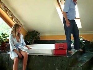 วัยดูด และขี่กระเจี๊ยวเก่า กระปรี้กระเปร่า titted บลอนด์นิโคลดูด และขี่กระเจี๊ยวเก่าพื้นห้องน้ำ