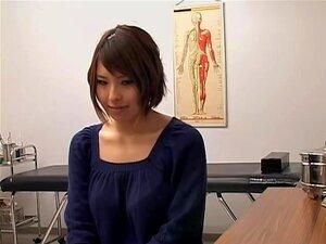 ญี่ปุ่น toyed หนักในระหว่างการตรวจสุขภาพ ตูดญี่ปุ่นพรั่งไปมีหีของเธอตรวจสอบ แต่นี้พยาบาลที่แตกต่าง เธอมีของเล่นสั่นขึ้นฉกขนของเธอ และที่ใจของเธอค่อนข้างมาก