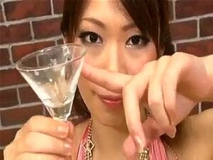 Hikari Hino เครื่องดื่มน้ำ