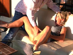 Hot mature mother squirting and fuck daddy