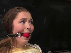 โกงดอกทองน้อย น่ารัก Savannah เวสต์ถูกจับโกงสอบ และได้รับโทษ และวัยรุ่นในการเล่นบทบาทนี้แฟนตาซีเซ็กซี่อย่างเหลือเชื่อมาร์คเดวิส นี่เป็นครั้งแรกของ Savannah โดนทาส และเธออย่างรักทุกนาทีของมัน