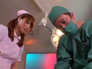 Groper พยาบาล วิดีโอตลกค่อนข้างในห้องปฏิบัติการที่ปฏิบัติการในผู้ป่วยเป็นศัลยแพทย์ และยุ่งขึ้นและหัวนม จะให้ CPR ใน nurseclinic นี้วิดีโอ หัวนมใหญ่เล่นเป็น groper พยาบาลที่มีเครื่องรางแบบเข้มซึ่งทำให้เรื่องเพศโพรบ paitents ชาย