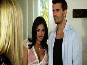 ฝูงชนเย็นนำแสดงโดยบีบี Jones เอลลามิลาโน ลาติน 03 กุหลาบ Selena