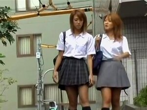 วิดีโอ sharking ชูริคู่ของสอง brown-haired เรียนญี่ปุ่น น่าสนใจสอง brown-haired vixens เอเชียจะกลับจากโรงเรียน เมื่อจู่ ๆ ลาดพร้าวบางวิธี และยกกระโปรงของเหล่า bimbos อย่างใดอย่างหนึ่งในขณะที่ยัง ดึงลงของเธอเสื้อชั้นในให้เหมาะกับเธอ that.s ช่องคลอดดกสวยงาม