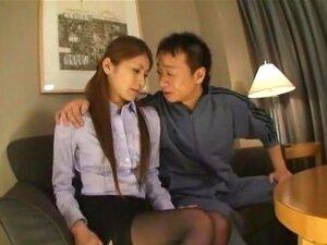 ครู Sana, Sana เซ็กซี่ไม่เป็นครูที่แท้จริง แต่ผู้หญิงพิทักษ์ที่การใช้เครื่องรางคอสเพลย์ครูในผู้ชาย แต่งตัว professionaly เธอไปเข้าโรงแรมเพื่อมีเพศสัมพันธ์กับคนที่มีตังนี้สำหรับผู้หญิงที่แต่งตัวเหมือนครู