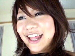 ทารกเอเชีย Satsuki Miu รับ fondled ในสามเส้าหัวนมใหญ่